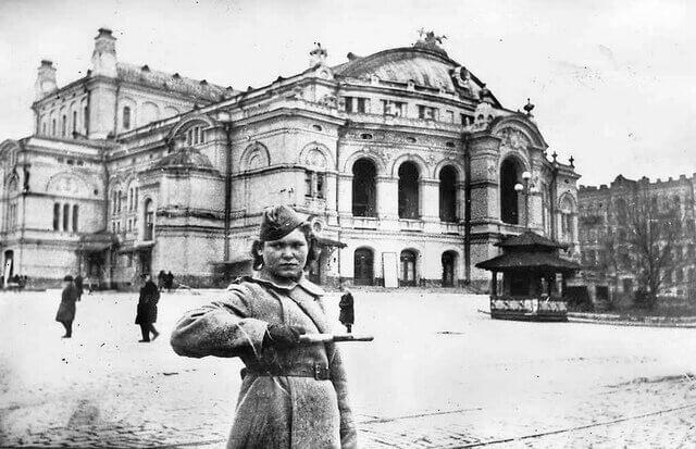 6 октября 1943 года столица Украины город Киев освобожден от немецко-фашистских оккупантов
