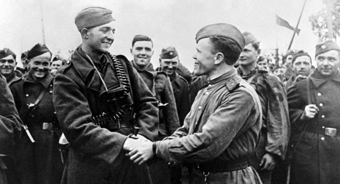 6 октября 1944 года войска 38-й армии (генерал-полковник К.С. Москаленко) во взаимодействии с 1-м Чехословацким армейским корпусом (генерал Л. Свобода) овладели Дукельским перевалом в Карпатах