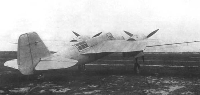 7 октября 1934 года летчик-испытатель К.К. Попов поднял в воздух опытный образец первого отечественного скоростного бомбардировщика СБ