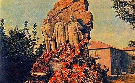 7 октября 1942 года после 2 месяцев пыток немцами казнен и сброшен в шахту Савва Матёкин руководитель Буденновской подпольной группы Донецка
