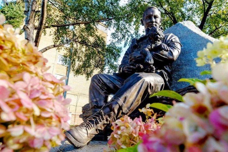 Памятник работникам Охотнадзора открыли в Уссурийске