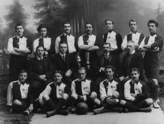 Первая футбольная команда, которая состояла только из русских игроков, была создана в 1897 году в Санкт-Петербурге