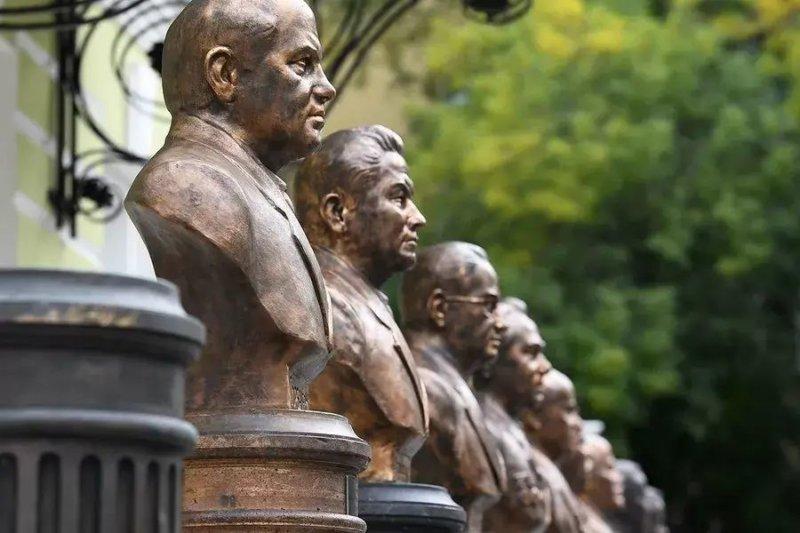 В Москве прошло открытие бюстов советских лидеров на Аллее Правителей России