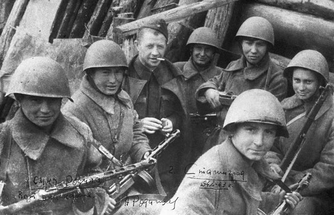 В Сталинграде гвардейцы дивизии Родимцева
