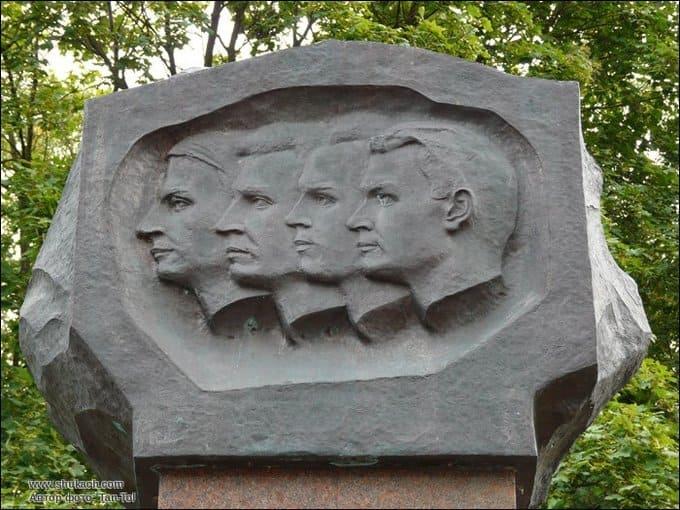10 октября 1932 года в Харьковском физико-техническом институте впервые в СССР проведена ядерная реакция по расщеплению атомного ядра лития