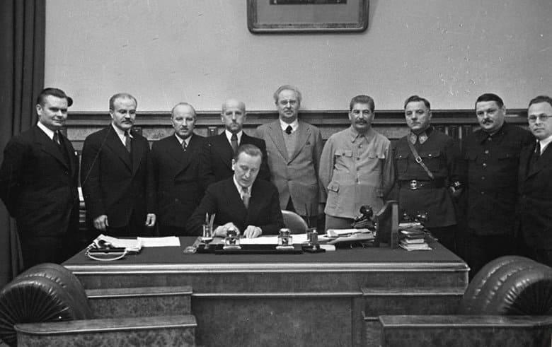 10 октября 1939 года СССР передает Литве Вильно
