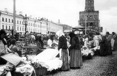 11 октября 1931 года в СССР принято решение о полной ликвидации частной торговли