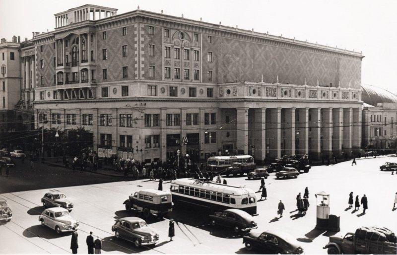 1940 - В Москве открылся Концертный зал