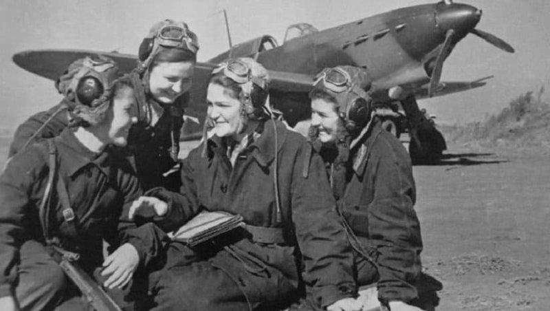 Еще до войны началось движение по привлечению в авиацию девушек